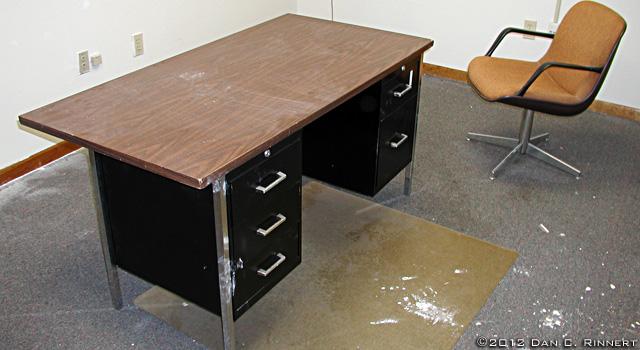 Old Desk 81019